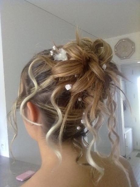 Chignon cheveux longs - Modele chignon mariage ...