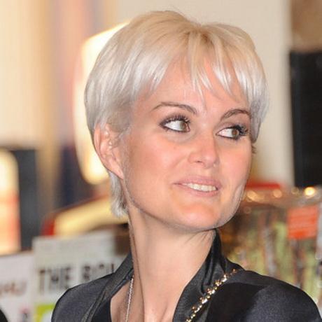 Coiffure laetitia hallyday - Coupe courte blond cendre ...