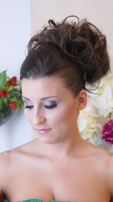 Chignon Haut Mariage : coiffure mariage chignon haut ~ Nature-et-papiers.com Idées de Décoration
