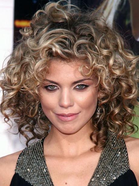 Coupe courte cheveux frises