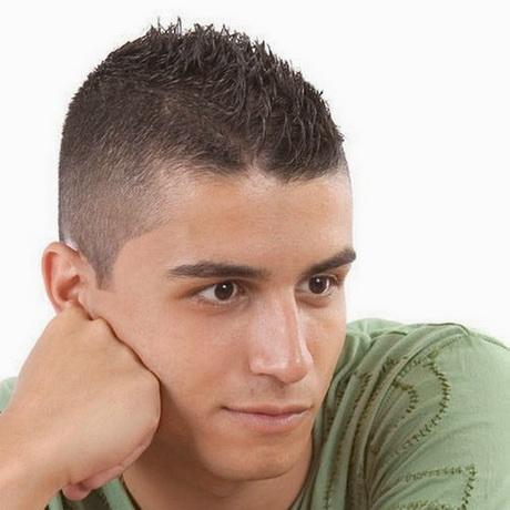 Coupe de cheveux homme tres court