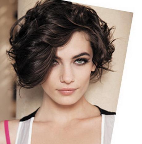 Coupe de cheveux court brune