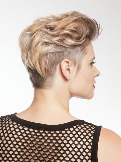 Coupe courte et coloration professionnelles par Sheer Professionals. coupe courte femme idée cheveux courts coupes