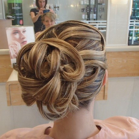 coiffure mariage chignon moderne