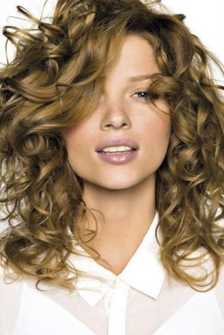 Coupe cheveux long bouclés femme