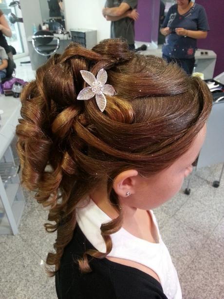 Coiffure chignon enfant for Salon de coiffure pour enfant