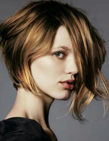 Coupe cheveux mi long carre plongeant