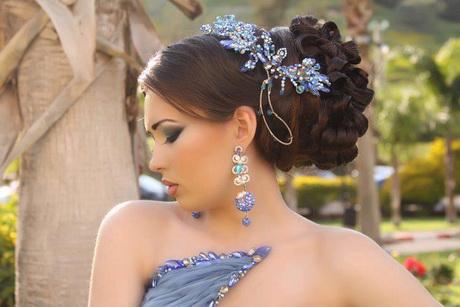 Jolie coiffure pour mariage - Modele de coiffeuse de chambre ...