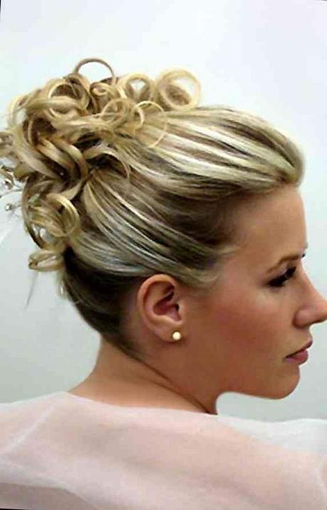 Chignon ceremonie cheveux mi long