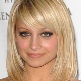 Coiffure blonde mi long