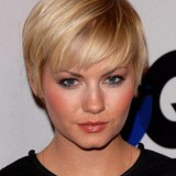 Femme coupe cheveux courts