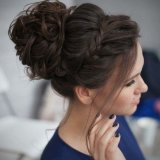 Chignon ceremonie cheveux mi long
