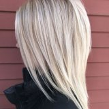 Coupe blonde mi long