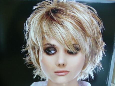 Modèle coiffure courte effilée