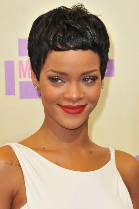 Rihanna coiffure courte