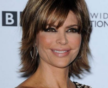 Coupe de cheveux courte pour femme de 45 ans