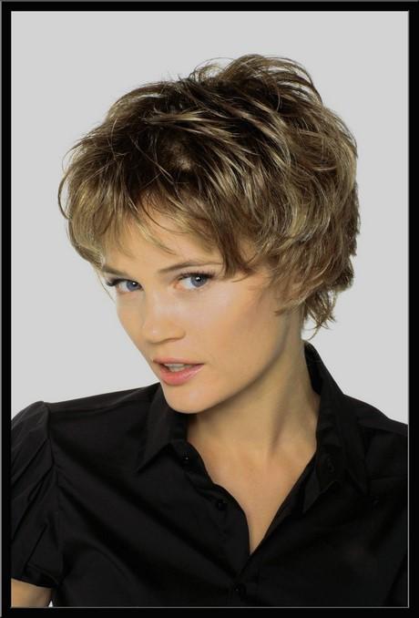 Coiffure cheveux courts femme 70 ans