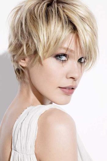 Modele coiffure carre court effile