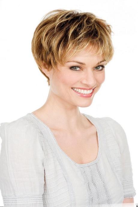 Coupe courte visage rond cheveux epais